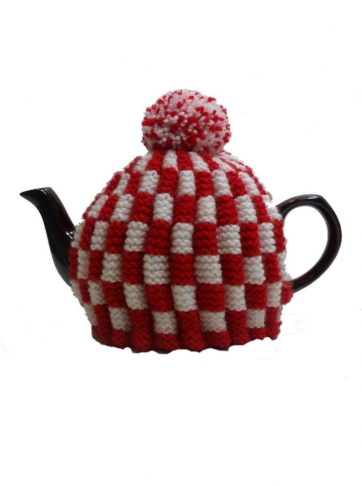 Tea Cosy Red & White Check Retro for 4 to 6 Cup (1ltr) Pot.